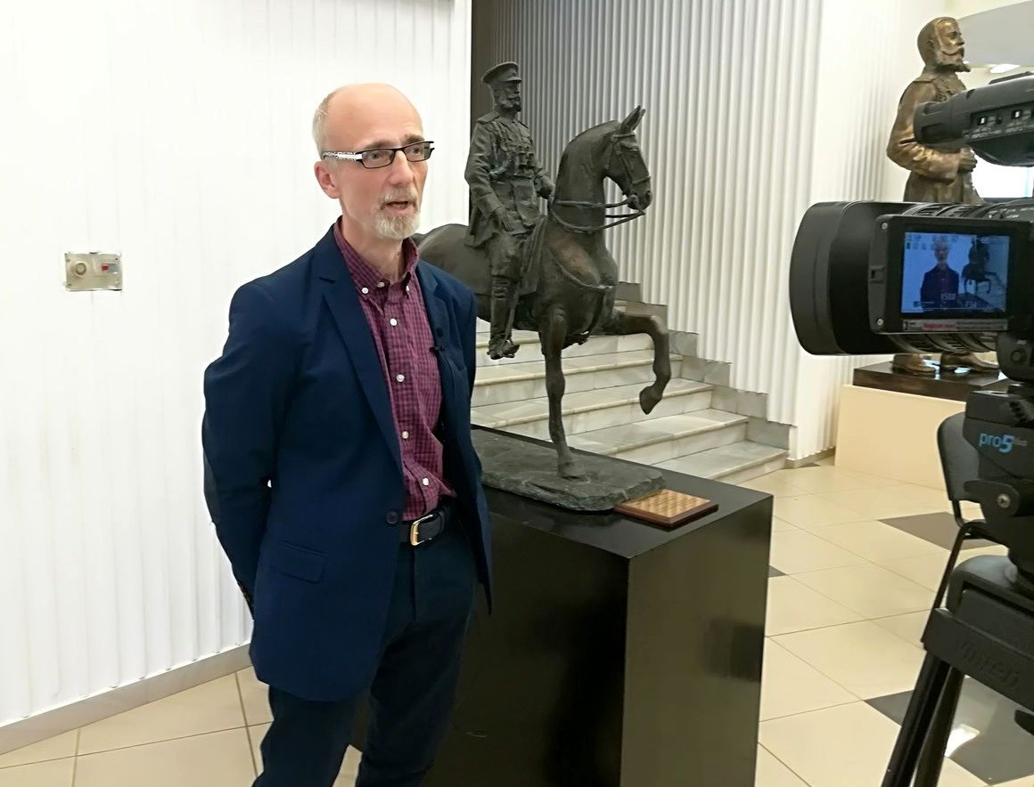 Владимир Суровцев – възторгнат, плевенчани – равнодушни, политиците – в акция