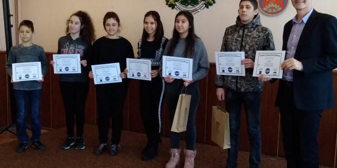 Ученици от гимназията в Долна Митрополия– отличени по международна програма