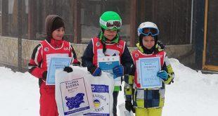 """Ученици от НУ """"Христо Ботев"""" – Плевен на второ и трето място във финала на ски зоната – алпийски ски."""