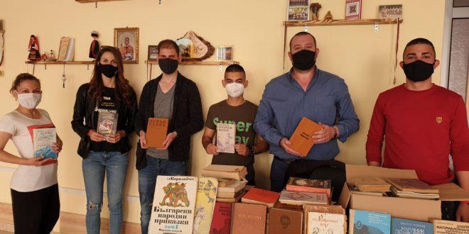 Младежи ГЕРБ – Плевен дариха книги на ново читалище в Плевен