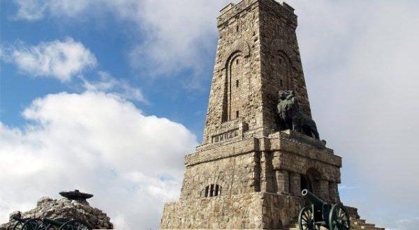 Културното министерство осигурява средства за реставрация на паметника на Шипка