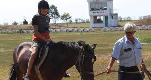 Запомнящи се мигове с конна езда изпитаха деца от Кнежа