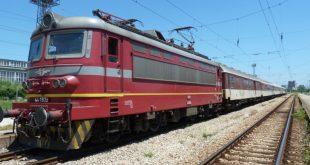 Две жени са в болница след сблъсък на товарен влак с автомобил край Гривица