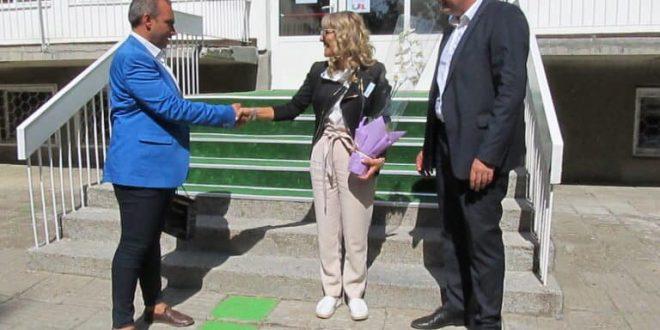 """Пътека от изкуствена трева подари на ЦДГ """"Надежда"""" областният координатор на ГЕРБ Мирослав Петров"""