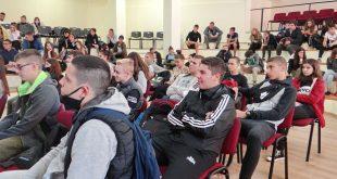 """В ДФСГ """"Интелект"""" – Плевен, се проведе дискусия за ролята на училището като посланик на ЕП"""