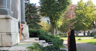 С поднасяне на цветя пред паметници в Плевен и Гривица беше почетен Денят на Румънската армия