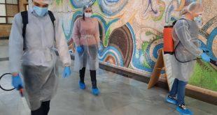 Млади доброволци в битката с коронавируса в град Левски