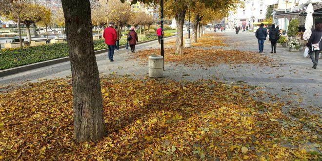 На 23-ти ноември, понеделник, в центъра на Плевен – красиво и грозно /снимки/