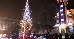 На 1-ви декември в 17.00 ч. ще бъдат запалени светлините на коледната елха в Плевен