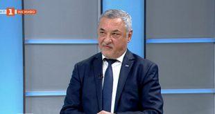 Валери Симеонов /НФСБ/:  Радев е един невзрачен човек, попаднал случайно в президентството