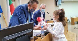 С детски поздрав за Великден започна заседанието на Общински съвет - Плевен на Велики четвъртък