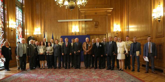 """Отличия за постижения във военно-образователната система по повод 24 май получиха военни от ВВВУ """"Г.Бенковски"""" Долна Митрополия"""