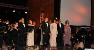 """Впечатляващ концерт спектакъл ознаменува 25-годишнината на Общинския хор """"Гена Димитрова"""""""
