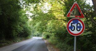 """Вандали посегнаха и на новите пътни знаци в парк """"Кайлъка"""""""