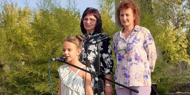 Първокласничката Станислава от Тръстеник: Да си първокласник – то не е шега!
